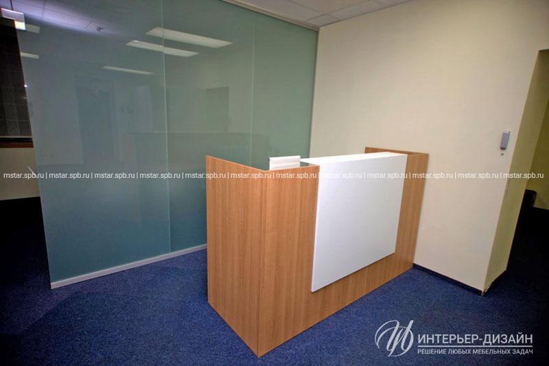 Стойка-ресепшен - центр всех информационных потоков в компании и первое, что видят в офисе посетители и партнёры